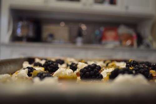 blackberry pizza5 _4145.JPG