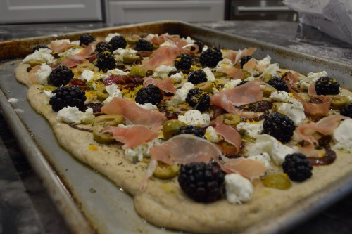 blackberry pizza6_4146.JPG