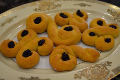saffron buns cooked 1.JPG
